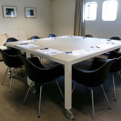 zaal-bijeenkomst-rotterdam-boardroom-hawai